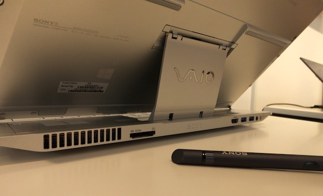 Sony-Vaio-Duo-13-slider-hands-on-10.JPG