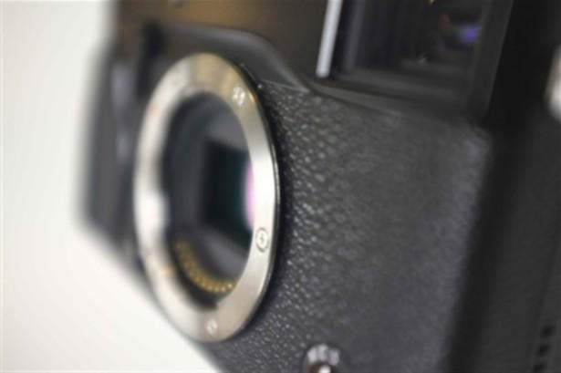 fuji-mirrorless-camera.jpg