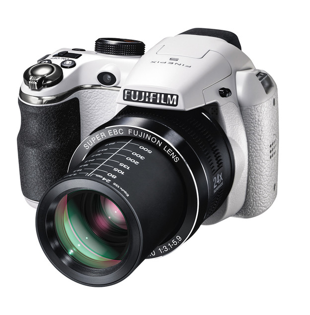 fujifilm-finepix-s4200-sl240-out-now-5.jpg