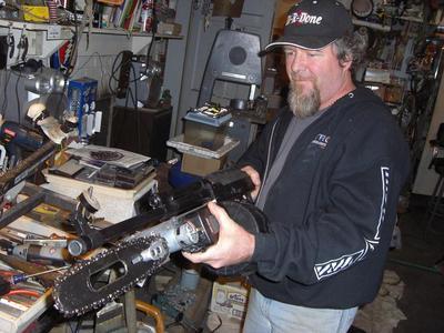 gears-of-war-lancer.jpg