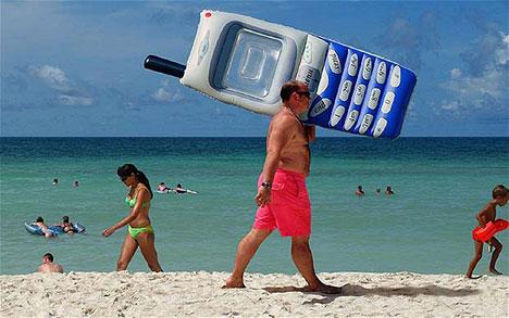 mobile-phone-beach-data-roaming.jpg