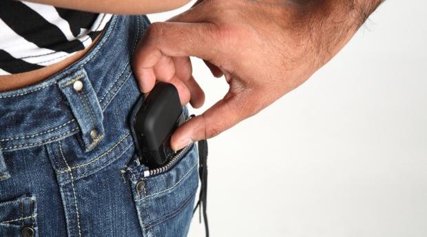 mobile-phone-theft-pickpocket.jpg
