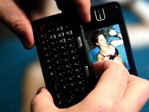 news-sexting-300x225.jpg