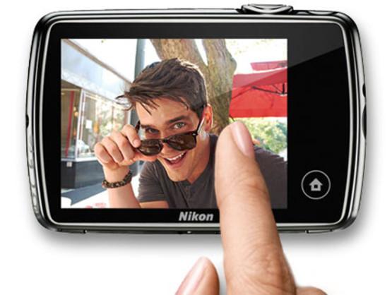 nikon-coolpix-s01-mini-camera-1.jpg