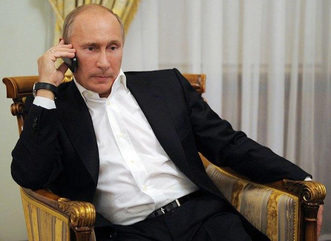 vladimir-putin-mobile-phone