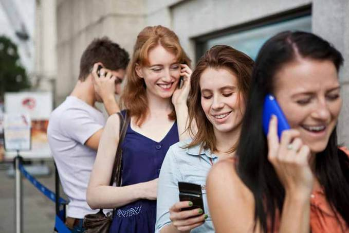 people-using-mobile-phones