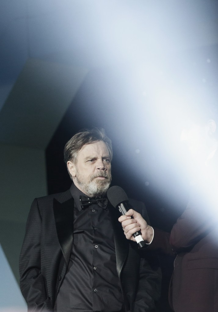 """LONDON, ENGLAND - DECEMBER 16: Mark Hamill attends """"Star Wars: The Force Awakens"""" European Premiere at Leicester Square on December 16, 2015 in London, England. (Photo by Vittorio Zunino Celotto/Getty Images for Walt Disney)"""