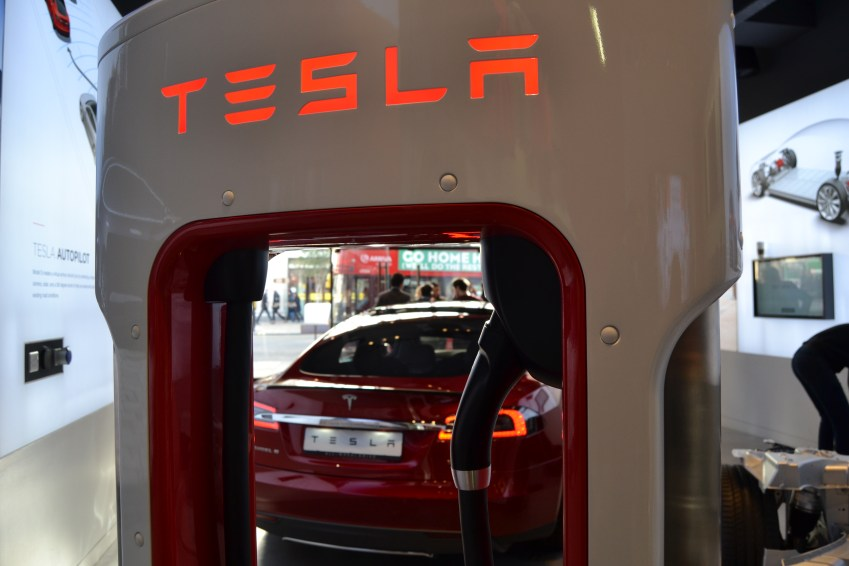 With the Tesla supercharger you can fill up