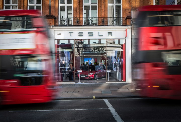 Tesla_Oxford_St_Front_Of_Store