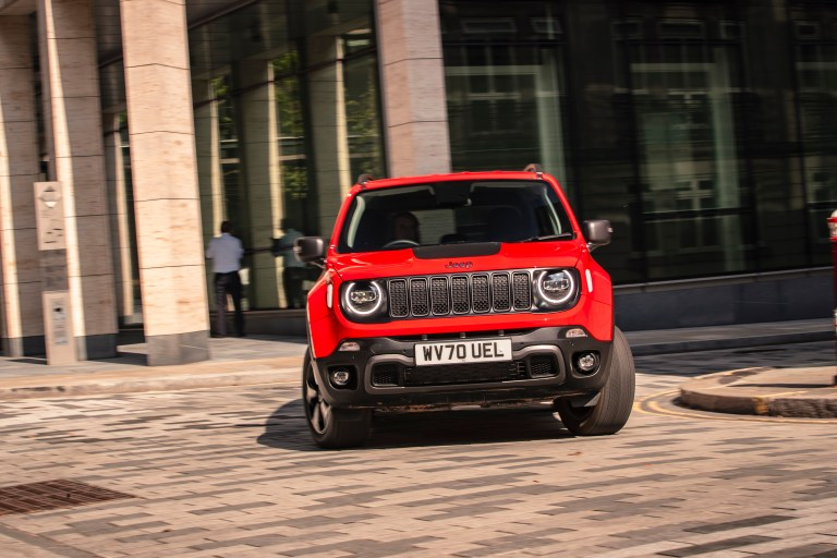 Jeep Renegade comes with Theft Alarm text notification