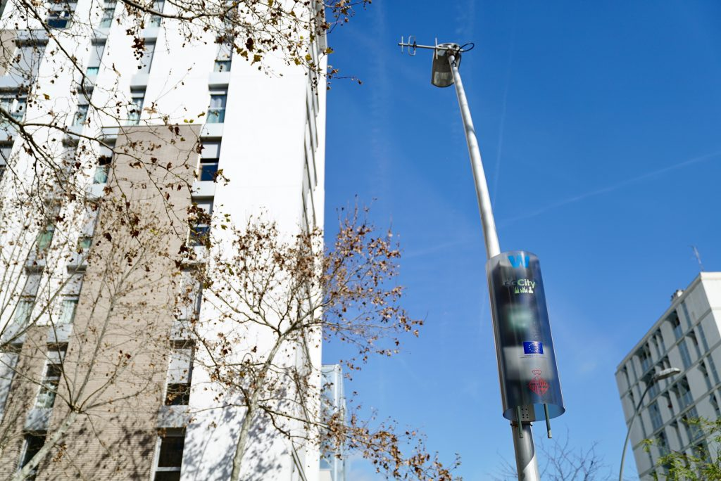 Smart lampposts could help in fight against COVID-19, claims report