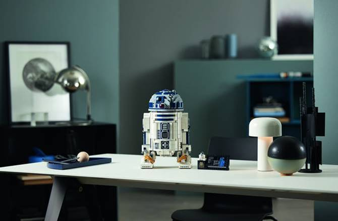 LEGO unveils 2,314 piece Star Wars R2-D2 construction set
