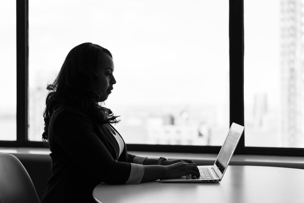 Female tech professionals uncomfortable asking for pay rise, claims study