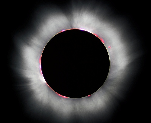 https://i1.wp.com/www.techdreams.org/wp-content/uploads/2009/05/total_solar_eclipse.jpg