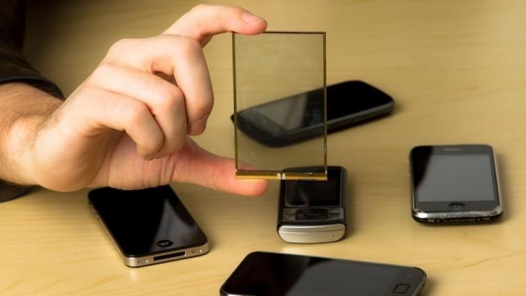 Painel solar integrado em smartphone permite carregar a bateria