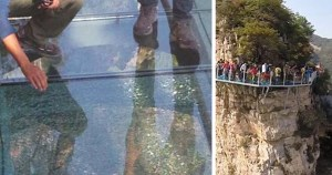 Ponte de vidro chinesa, a mil metros de altura, estilhaça-se