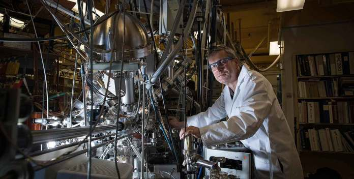 Konstantinos P. Giapis with his reactor that converts carbon dioxide to molecular oxygen. Credit: California Institute of Technology