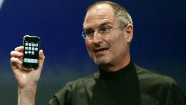 SteveJobs-iPhone2007_Reuters-624x351