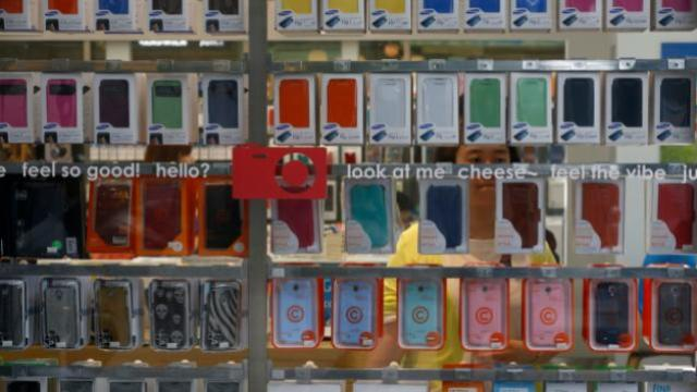 Samsung-Store-smartphone-retail-shopping-Reuters-720-624x351