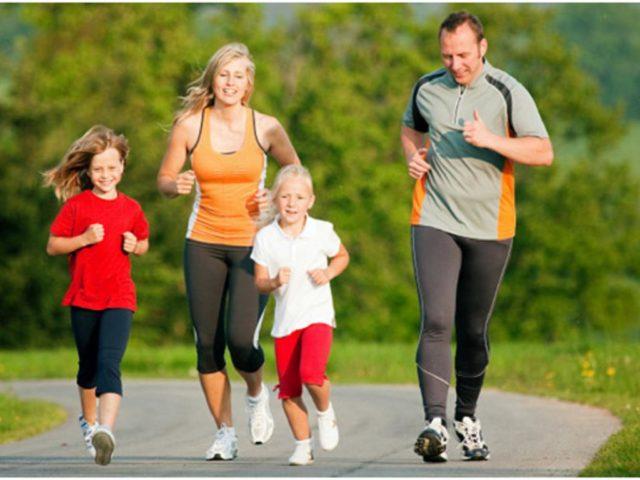 Famiglia che corre