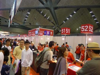 People queuing up at PC Show to sign up for SingTel services