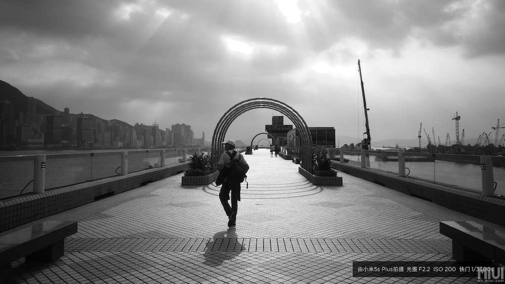 black-and-white-photo-captured-by-mi-5s-plus