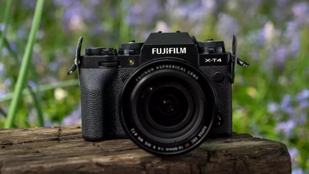 1. Fujifilm X-T4 - Cel mai bun aparat foto multifuncțional