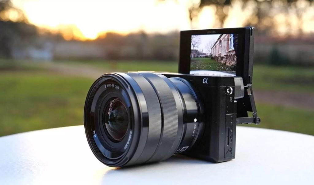 Sony A6100 - Cel mai bun aparat foto mirrorless pentru începători și pasionați
