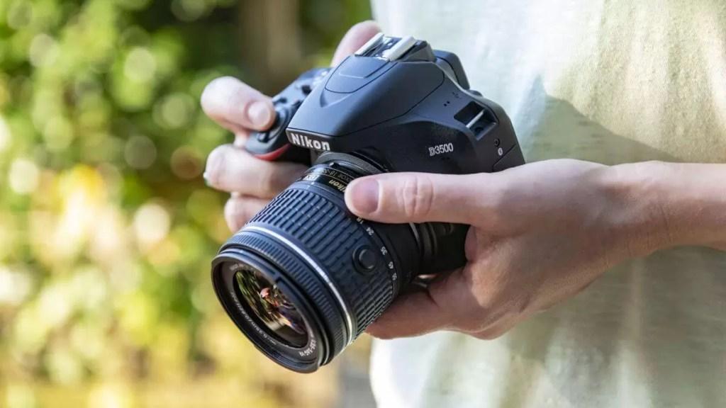 5. Nikon D3500 - Cel mai bun aparat foto DSLR pentru începători