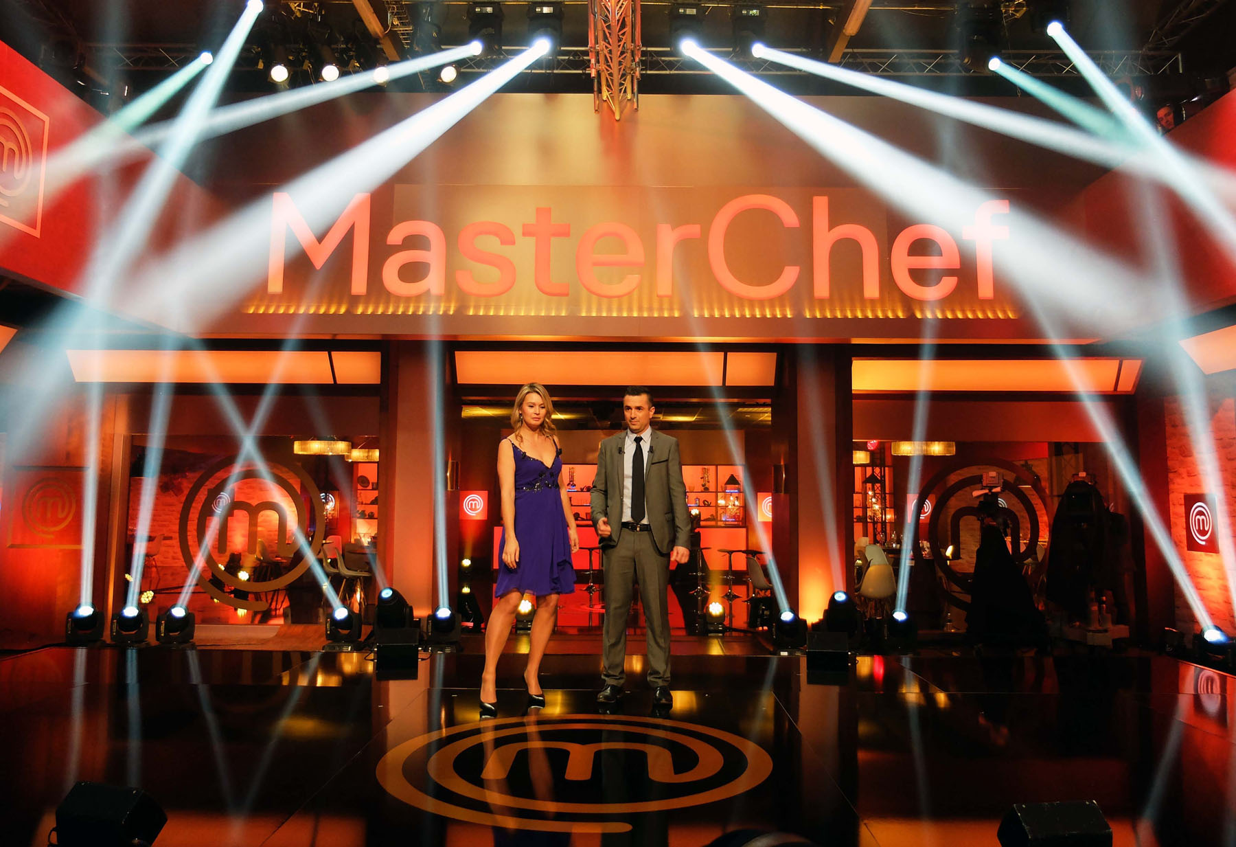 Robe Provides Gourmet Lighting for MasterChef France  202b6b472