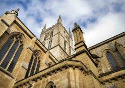 kiliselerde yenilenebilir enerji
