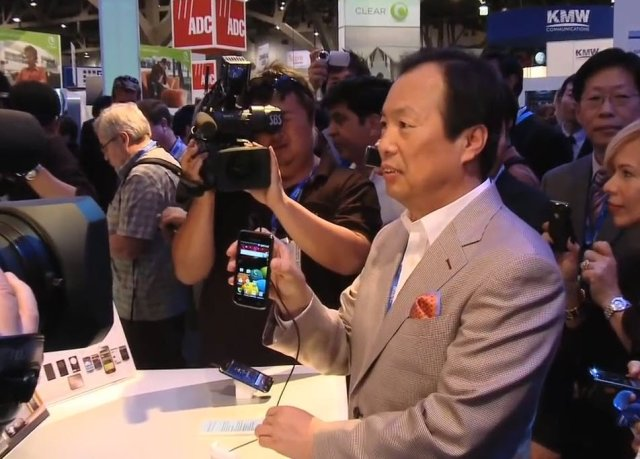Samsung's jk shin shows off the first Galaxy Phone at CTIA 2010