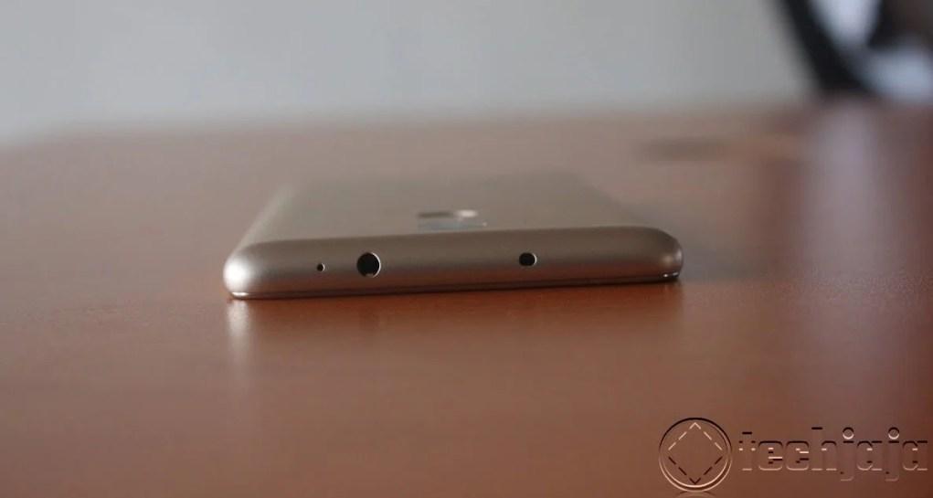 RedMi Note 3 top