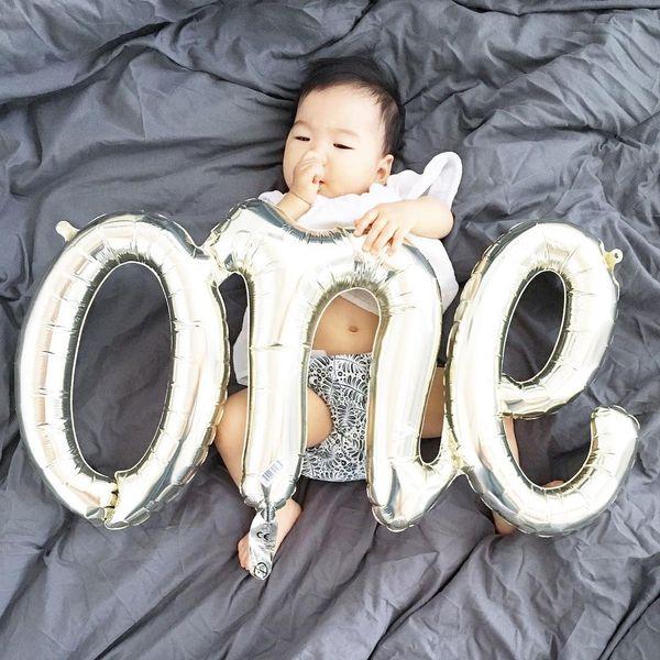ребенок в его первый день рождения