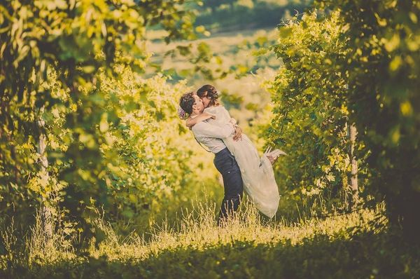 8 couples in love in the forest