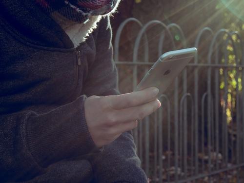 ¿Puede AT&T borrar el teléfono de forma remota?
