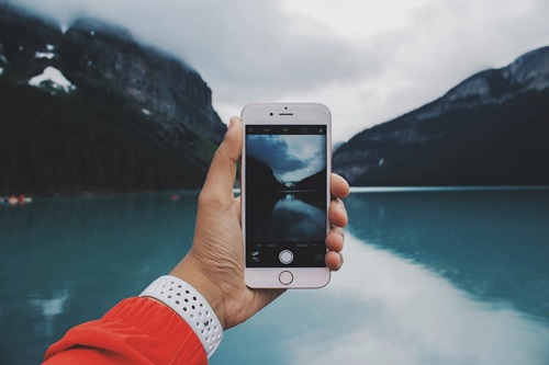 I can use my iPhone when traveling to another country