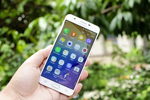 how to save galaxy j7 data