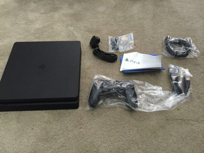 PS4 Slim unboxing