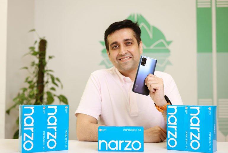 Madhav Sheth with the realme Narzo 30 Pro 5G
