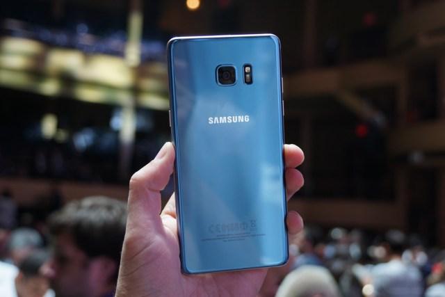 TechnoBlitz.it Samsung, presto il lancio di S7 Jet Black  TechnoBlitz.it Samsung, presto il lancio di S7 Jet Black