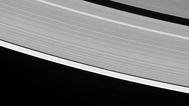 TechnoBlitz.it Saturno, anelli di ghiaccio visti con un dettaglio incredibile