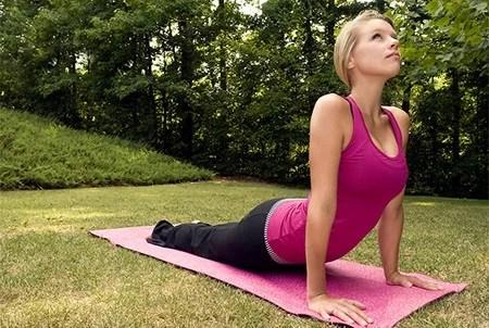 cobra pose yoga for gamer