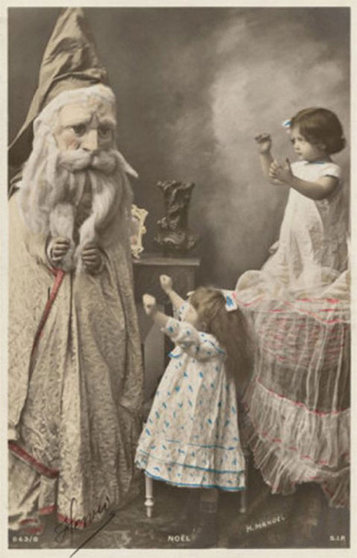 Discover The 23 Most Creepy Santa Photos From The Past