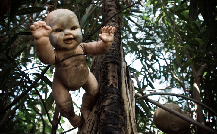 The creepy dolls on an island in Mexico-The 10 Most Scary Places On The Earth-2