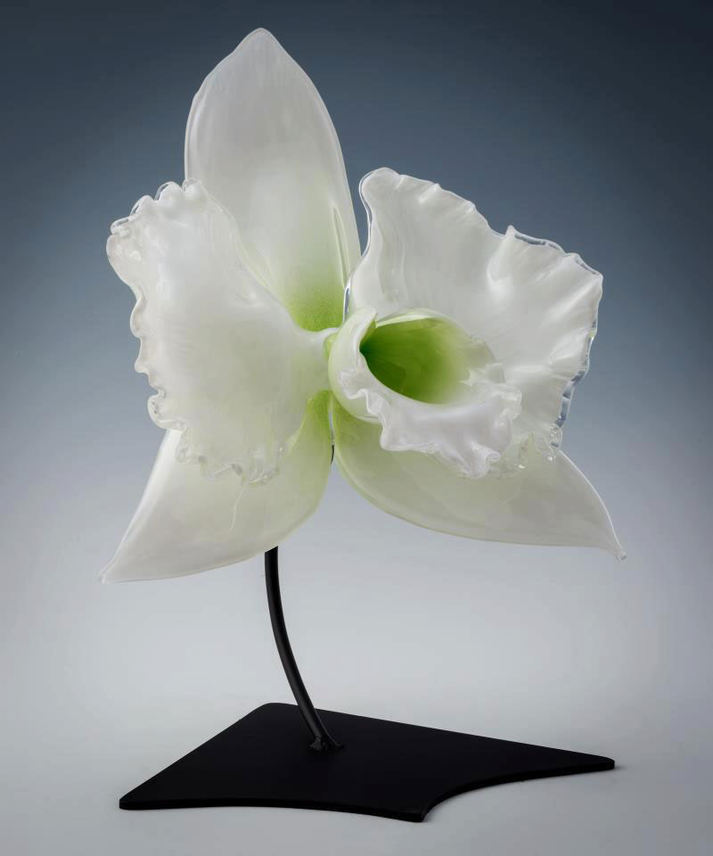 Gigantic And Realistic Flower Sculptures Made From Glass