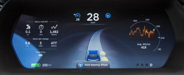 Otomatik pilot kazayı önleyemedi, Tesla kamyonla çarpıştı
