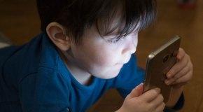 Çocuklar YouTube kullanırken aşırı zaman harcıyor