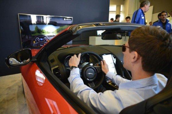 Intel colabora con Jaguar Land Rover* para refrenar la conducción distraída