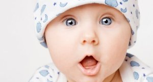 Free Baby wallpaper pack amused